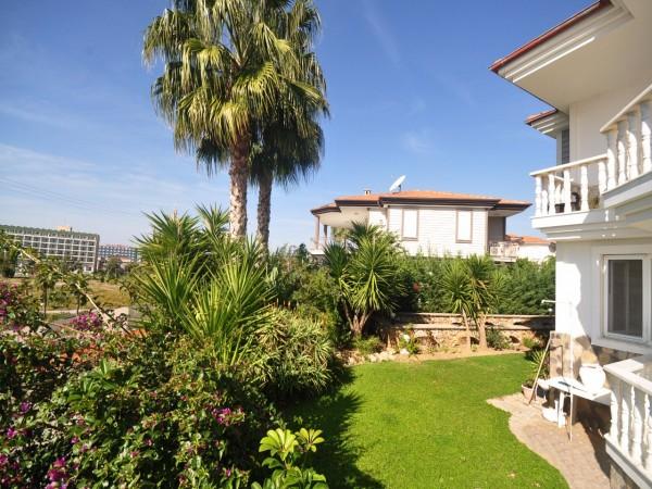 Fantastic sea view villa by sandy beach in prime location
