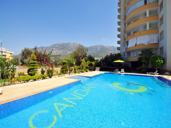 4 bedroom penthouse with large living surface for sale in Alanya