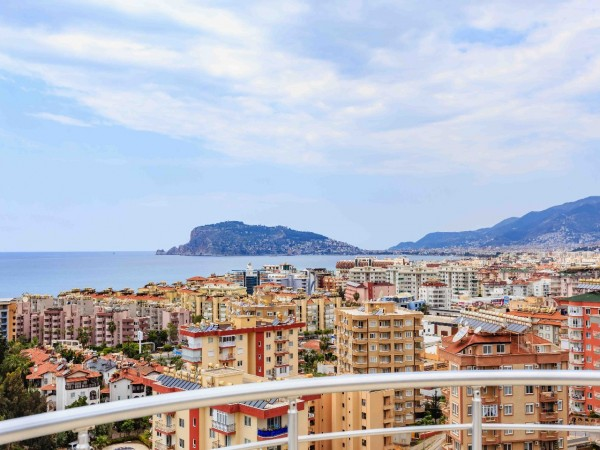 Large 3 bedroom apartment with impressive Alanya views!