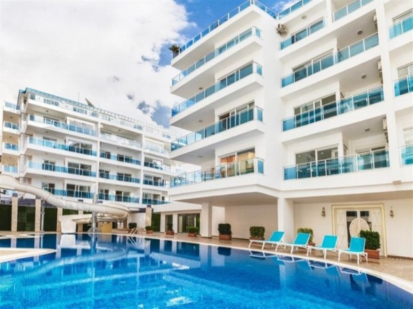 Very well designed 2 bedroom apartment in new complex in Alanya