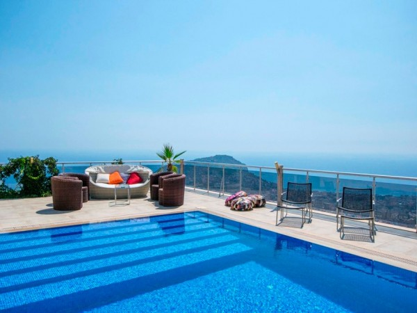 It hardly gets better than this! Luxurious villa with majestic views!