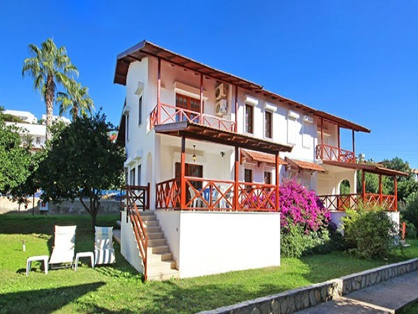 Spacious 3 bedroom semi detached villa in Alanya