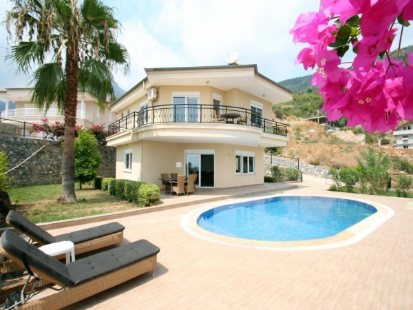 Magnificent villa with private pool for sale in Alanya