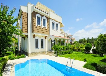 Impressive detached villa with large living surface for sale in Alanya