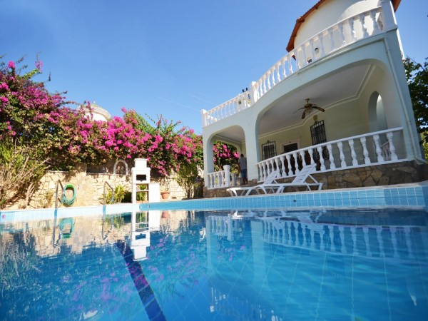 Stunning private villa with swimming pool for sale in Alanya