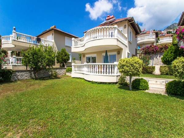 Villa with extra large private garden for sale in Alanya