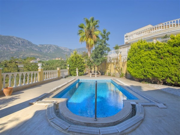 Fantastic Mediterranean style villa for sale in Alanya