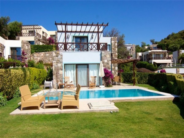 Amazing private detached villa with private swimming pool in Gumusluk