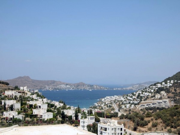 Lovely 2 bedroom villa with superb views in Yalikavak