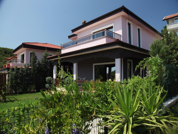 Make your dreams come true with superb villas in Yalova