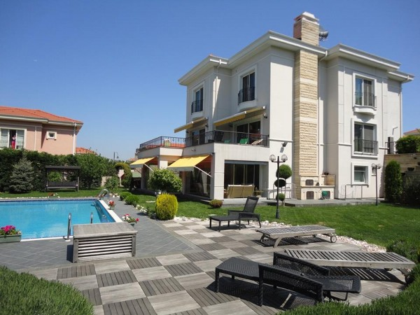 Stunning villa with private swimming pool in Istanbul