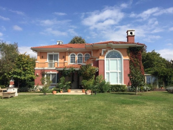 Special villa with spacious interior and magnificent garden for sale in Istanbul