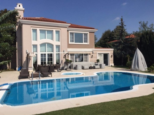 Elegant luxury mansion with vast living surface in Istanbul