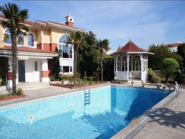 Stylish Mediterranean inspired luxury mansion in Istanbul