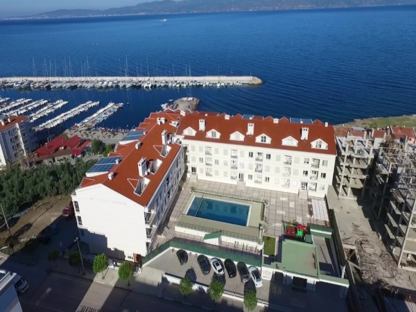 High luxury spacious apartments right by the beach in Mudanya